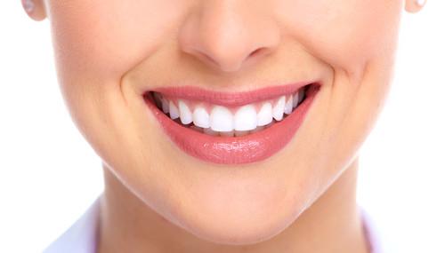 Bọc răng sứ thẩm mỹ mang nụ cười xinh đến bạn 1